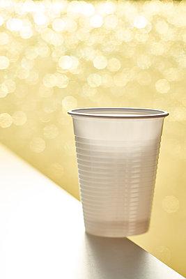 Plastic cup - p968m2007991 by roberto pastrovicchio