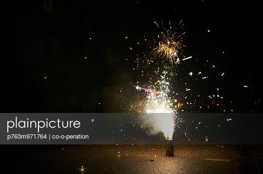 Feuerwerk - p763m971764 von co-o-peration