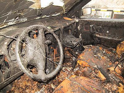 Ausgebrannt - p930m1128223 von Phillip Gätz
