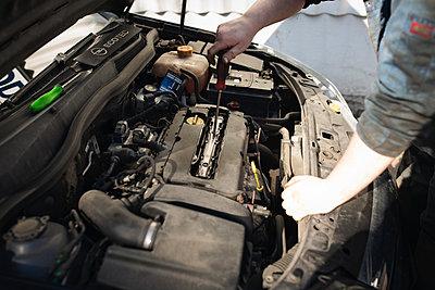 Car-Mechanic - p1477m2038995 by rainandsalt