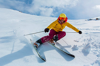 Switzerland, Graubuenden, Obersaxen, female Skier - p300m981484f by Varbes