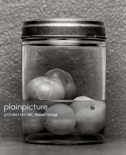 Grüne Tomaten eingelegt, Einmachglas, Essen, Lebensmittel - p1316m1161148 von Robert Striegl