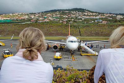 Madeira airport - p1016m1137523 by Jochen Knobloch