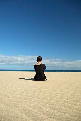 Yoga am Strand - p524m1143511 von PM