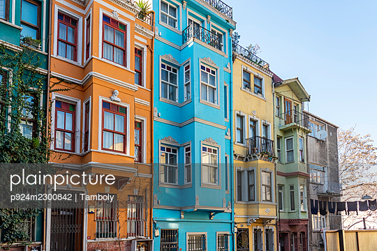Turkey, Istanbul, Colorful houses in Balat district - p924m2300842 by Tamboly