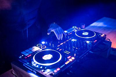 DJ mixing music - p1007m2216536 by Tilby Vattard