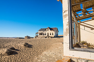 Colonial house, old diamond ghost town, Kolmanskop (Coleman's Hill), near Luderitz, Namibia, Africa - p871m1478782 by Michael Runkel