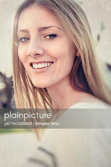Beautiful young woman - p577m1025938 by Mihaela Ninic