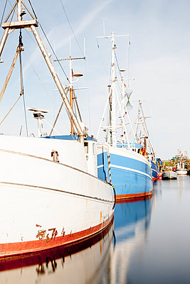 Schiffe im Hafen von Maasholm - p248m1025424 von BY