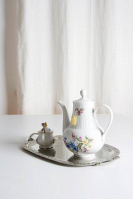 A tea set - p3016829f by Serge