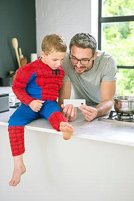 Vater und Sohn - p1156m1591826 von miep
