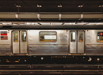 The outside of a passing subway train in New York City, New York, USA. - p1166m2146909 by Cavan Images