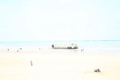 Bunker am Strand - p1289m2089466 von Elisabeth Blanchet