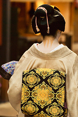 Geisha showing her nape make-up and obi; kyoto, japan - p442m717770 by Philippe Widling