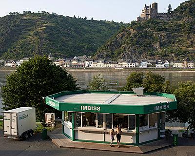 Imbiss am Rhein - p1124m904610 von Willing-Holtz