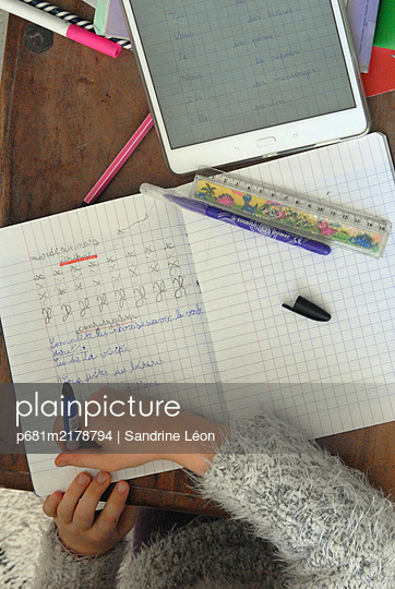 School at home during Coronavirus - p681m2178794 by Sandrine Léon