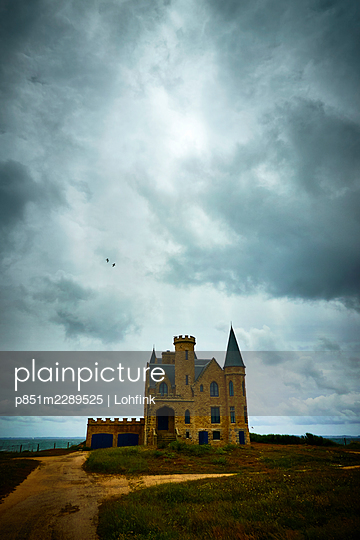 Castle against dramatic sky, Brittany, France - p851m2289525 by Lohfink