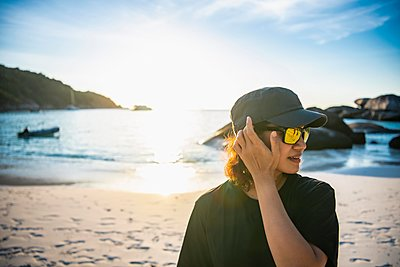 Beautiful woman on the beach at the Similan islands in Thailand - p1166m2268997 by Cavan Images
