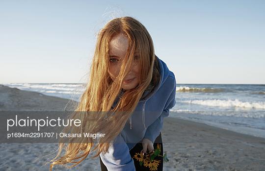 Girl at the beach - p1694m2291707 by Oksana Wagner
