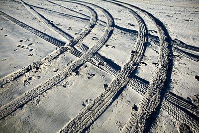 Tire Tracks and Footprints, Long Beach Peninsula, Washington - p1100m2090841 by Mint Images