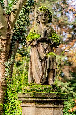 Historical grave figure Melatenfriedhof Cologne - p401m2217520 by Frank Baquet