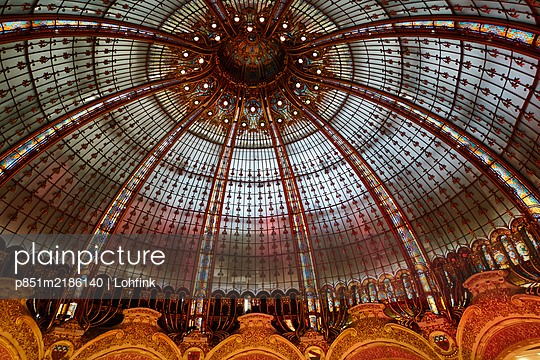 France, Paris, Galeries Lafayette, Dome - p851m2186140 by Lohfink
