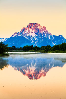 Mount Moran from Oxbow Bend at dawn, Grand Teton National Park; Wyoming, United States of America - p442m1442361 by Yves Marcoux