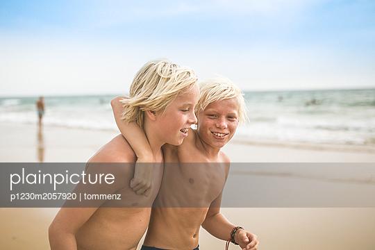 Teenager - p1230m2057920 von tommenz
