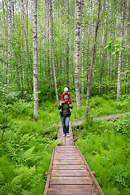 Finland, Kuopio, mother and daughter walking in a birch forest - p300m2069652 by Petra Silie