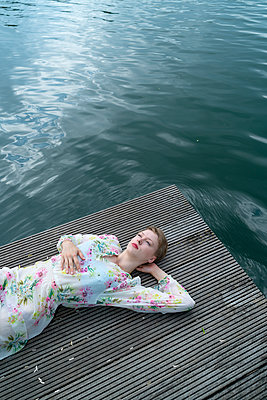 Woman by the lake - p427m2109245 by Ralf Mohr