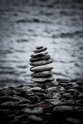 Steinmännchen an der Küste - p248m1465042 von BY