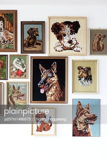 gestickte Hundeliebe - p237m1486573 von Thordis Rüggeberg