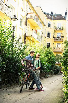 Paar auf Fahrrad - p1156m1071150 von miep