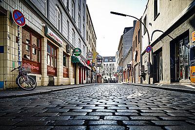 Closed shops, red-light district, Hamburg, shutdown due to Covid-19 - p1276m2178409 by LIQUID