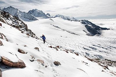 Lonesome hiker walking on glacier - p327m1216597 by René Reichelt