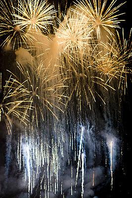 Feuerwerk - p335m2233955 von Andreas Körner