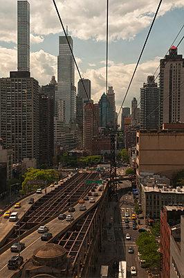 Blick aus der Roosevelt Island Tramway - p470m1190118 von Ingrid Michel