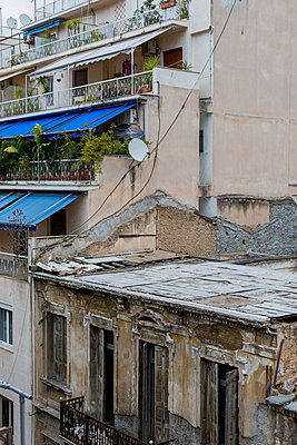 Old and new buildings side by side - p940m1110723 by Bénédite Topuz