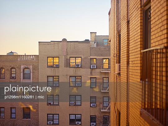 Wohnblock in New York - p1298m1160281 von mic