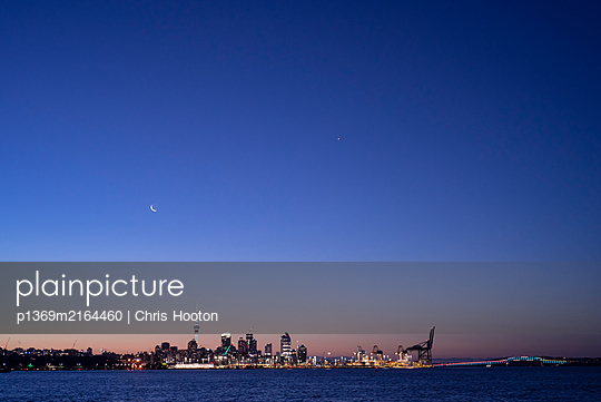 View of Auckland City - p1369m2164460 by Chris Hooton