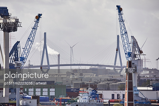 Container harbour and Köhlbrandbrücke - p1511m2223038 by artwall