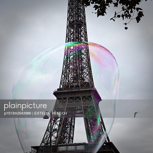 The Eiffel Tower in a soap bubble - p1513m2043986 by ESTELLE FENECH