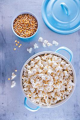 Kochtopf mit Popcorn - p1149m1550330 von Yvonne Röder