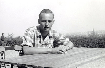 Young man wearing check shirt - p1541m2116877 by Ruth Botzenhardt