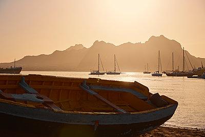 Sunset over marina - p1376m2133716 by Melanie Haberkorn