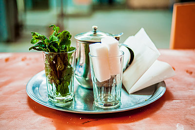 Marrokanischer Tee - p680m1207099 von Stella Mai