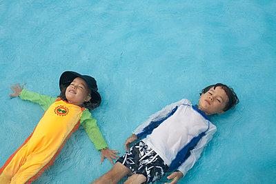 Siblings In The Water - p463m938615 by Yo Oura