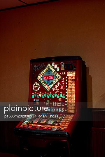 gambling livingrooms - p1506m2028309 by Florian Thoss
