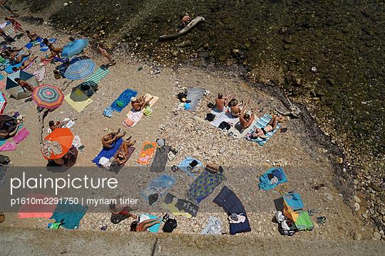 Beach life - p1610m2291750 by myriam tirler