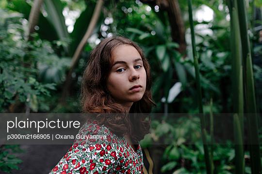 Portrait of female teenager in Botanical Garden - p300m2166905 by Oxana Guryanova